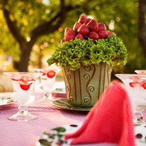 tasty-strawberry-ideas-table-setting-ideas11