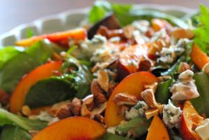 Salat-s-nektarinom-i-syrom