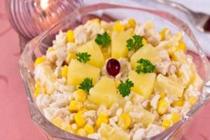 salat-s-kurinym-file-risom-i-ananasami
