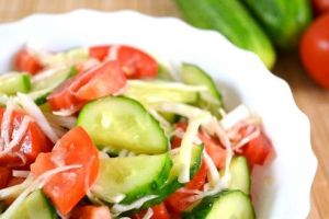 простой салат с курицей и овощами
